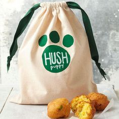 DIY Biscuit Gift Bag -  fun surprise for any dog-lover! Make a batch of tasty hush puppies, hush puppy mix, or puppy chow: place in a cellophane bag and place in this cute diy bag.