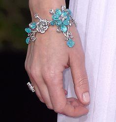 Emily Blunt wears a Lorraine Schwartz Paraiba tourmaline bracelet to the 2015 Golden Globes