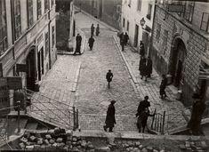 Pohľad na historickú Bratislavu od Romana Vishniaca z rokov 1935 - 38 Bratislava, Old Photos, Roman, Street View, Scene, Europe, World, Amazing, Pictures