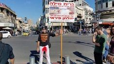 Tel Aviv LivingAugust 21, 2016 Anti-Circumcision Guy at Shuk HaCarmel cuts 5% off the length of his daily protest event
