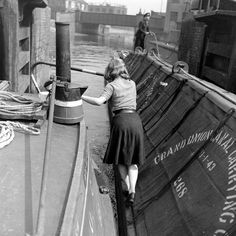 1940s Woman, Narrow Boat, London Pictures, Rosie The Riveter, Canal Boat, Forts, Leeds, Art Google, Bridges