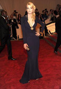 Pin for Later: Les 100 (et Plus) Plus Belles Robes Jamais Vues au Met Gala Jessica Stam En Rachel Roy en 2010.