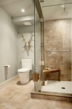 Badezimmer In Braun Und Beige Und Freistehende Badewanne ... Badezimmer Landhausstil Dusche