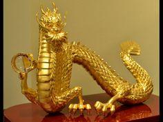 Esta estatuilla de dragón hecha de puro oro, cuyo peso es de 30g, tiene un valor de 9.700 dólares americanos. | Fuente: Privada | AFP