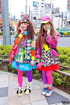 Kawaii Harajuku Decora Girls - colorful fads in Tokyo Harajuku Girls, Harajuku Fashion, Kawaii Fashion, Lolita Fashion, Harajuku Style, Asian Street Style, Tokyo Street Style, Japanese Street Fashion, Weird Fashion