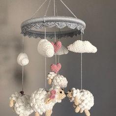 Newborn Crochet Patterns, Crochet Beanie Pattern, Crochet Patterns Amigurumi, Knitting For Kids, Crochet For Kids, Diy Crochet, Crochet Baby Mobiles, Crochet Mobile, Sheep Nursery