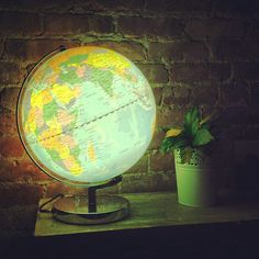 globe lamp, totally want for Evelyns room!!!