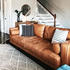 Boho Living Room, Living Room Sofa, Home And Living, Living Room Decor, Living Rooms, Tan Sofa, Sofa Bed, Tan Leather Sofas, Brown Leather Couch Living Room