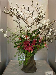 Japanese Flower Arrangement, Ikebana: いけばな by Conveyor belt sushi Arrangements Ikebana, Ikebana Flower Arrangement, Beautiful Flower Arrangements, Flower Vases, Floral Arrangements, Church Flowers, Silk Flowers, Beautiful Flowers, Art Flowers