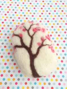 Jabón de lana fieltrable realizado artesanalmente