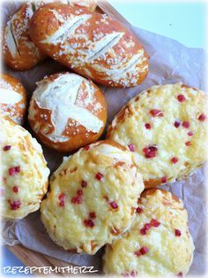 Rezepte mit Herz ♥: Laugengebäck - pur oder mit Käse überbacken