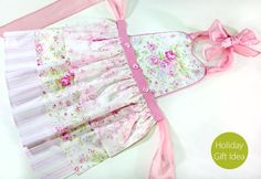 How to make gorgeous aprons {step-by-step tutorial}. Oh, how I'd LOVE one of these!