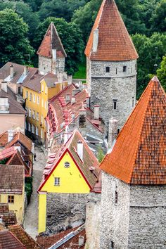 Prettiest Cities in Europe - 11 Beautiful Cities You Have to Discover - Favorite Places Architecture ideas Baroque Architecture, Amazing Architecture, Bósnia E Herzegovina, Estonia Travel, Cities In Europe, Europe Places, New Museum, Scottish Castles, Castles