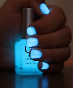 Glow in the Dark Nail Polish. Get clear nail polish break a glow in the dark stick in it and your finger nails glow in the dark Dark Nail Polish, Clear Nail Polish, Dark Nails, Polish Nails, Nail Polishes, Sky Blue Nails, Nail Polish Crafts, Coral Nails, Bright Nails