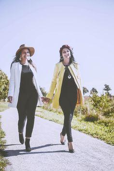#photographie #soeur #portrait #vintage #couleur Rain Jacket, Charlotte, Windbreaker, Vest, Portrait, Jackets, Vintage, Fashion, Photography
