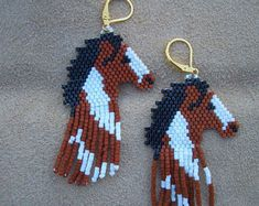 Items similar to Gray Horse Head Beaded Earrings. Native American Hand Made. Light Weight on Etsy Bead Embroidery Patterns, Weaving Patterns, Beaded Embroidery, Bead Patterns, Jewelry Patterns, Jewelry Ideas, Bracelet Patterns, Color Patterns, Crochet Patterns
