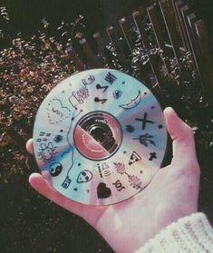 cd, grunge, and music image Cd Tumblr, Grunge Tumblr, Aesthetic Grunge, Aesthetic Art, Aesthetic Pictures, Aesthetic Beauty, Cd Decor, Les Aliens, Cd Art