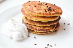 Ik maakte deze suikervrije havermout mango pannenkoekjes met de zomer in mijn bol! Lekker met kokosyoghurt en cacao nibs. Makkelijk om te maken!