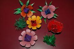 Flores elaboradas con cartón de huevos