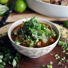 Chunks of tender pork, vegetables, & rice noodles are simmered in a rich shiitake mushroom broth that's flavored with lemon grass, cilantro & Thai spices. Pork Noodle Soup, Rice Noodle Soups, Pork Soup, Mushroom Vegetable, Mushroom Broth, Easy Dinner Recipes, Soup Recipes, Cooking Recipes, Green Curry Thai