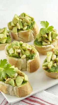Crostini's met avocado en peterseliepesto - Colruyt Culinair !