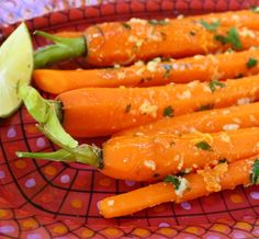 Baby carrots in lime ginger butter. Paleo Side Dishes, Side Dish Recipes, Veggie Recipes, Paleo Recipes, Real Food Recipes, Veggie Food, What Recipe, Good Enough To Eat, Food Hacks