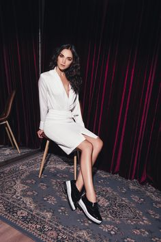 BODY CAMISERO SATIN: Body camisero de apariencia satinada, con escote profundo y puños con doble botonadura. Disponible en rosa y blanco. Body, White Dress, Dresses, Fashion, Deep, Neckline, Budget, Trends, Women