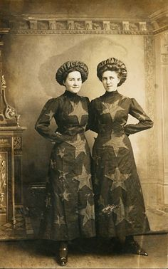 Two women in patriotic garb, identified as Audrey Moreland and Iva Case, Americana Xxxx Cirque Vintage, Vintage Abbildungen, Photo Vintage, Vintage Circus, Vintage Ladies, Victorian Ladies, Victorian Era, Antique Photos, Vintage Pictures