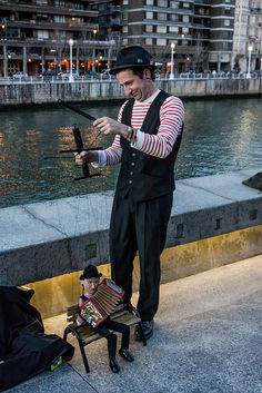 Unknown busking puppeteer - does anyone recognize him?