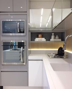 Detalhes de uma cozinha Branco  Cinza por Thaísa Bohrer  #kitchen #cozinha #decor  Grey and white kitchen modern and beautiful! By Thaisa Bohrer