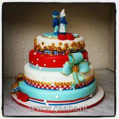 Hollan theme wedding cake