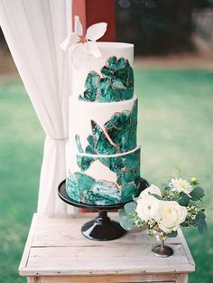 emerald wedding cake || brit and co