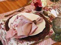 mesa rústica com passadeira florida, mesa romântica, mesa fazenda, mesa posta, como colocar a mesa, como receber