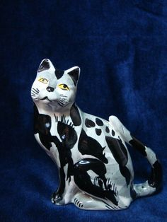 A Vintage Italian Painted Pottery 'Cat'