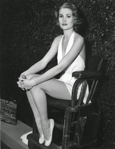 Grace Kelly / wardrobe test for Charles Walters's High Society / photo taken February at the MGM Studios in Culver City, California. Demi Moore, Catherine Deneuve, Prince Rainier, Vintage Hollywood, Classic Hollywood, Hollywood Stars, Princesa Grace Kelly, Divas, Patricia Kelly