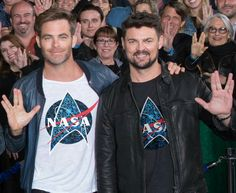 Chris Pine and Karl Urban show NASA some love. (Look closely, you can see Leonard's son, Adam Nimoy -- just over Karl's shoulder) Star Trek Cast, New Star Trek, Star Wars, Star Trek Original, Star Trek Enterprise, Nasa Stars, Star Trek Reboot, Star Trek Characters, Leonard Nimoy