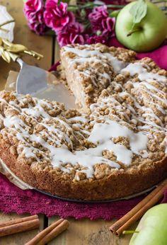 A sweet simple apple crumb cake recipe! Quick Apple Dessert, Healthy Apple Desserts, Fall Desserts, Apple Recipes, Delicious Desserts, Dessert Recipes, Dessert Ideas, Apple Deserts, Brunch Recipes