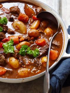 Goulash – Food On The Table – Oppskrifters Beef Recipes, Cooking Recipes, Healthy Recipes, I Love Food, Good Food, Food Porn, Diy Food, Food Inspiration, Scones Ingredients