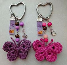 Crochet Butterfly Keychain (English instructions available) Tamigurumi: Patroon vlindertjes Crochet Diy, Crochet Amigurumi, Crochet Motifs, Love Crochet, Crochet Gifts, Crochet Flowers, Crochet Patterns, Crochet Butterfly Free Pattern, Double Crochet