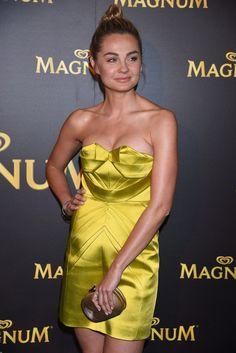 Zdjęcie numer 3 w galerii - Małgorzata Socha w złotej sukience wyglądała ZJAWISKOWO. Spójrzcie tylko na ten dekolt i nogi!