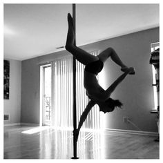 Um, I tried this and my top arm did NOT want to let go! Photo by Polefly on Instagram.