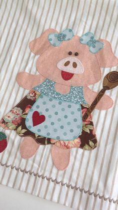 porquinha e Kitchen Pig Applique Applique Patterns, Applique Quilts, Applique Designs, Embroidery Applique, Quilt Patterns, Machine Embroidery, Pig Crafts, Sewing Crafts, Diy And Crafts