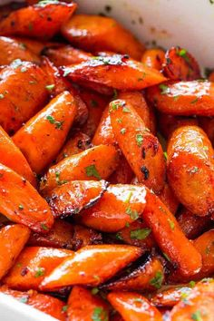 This easy Honey Garlic Butter Roasted Carrots Recipe is wonderfully delicious! Roasted carrots prepared with the most incredible garlic butter and sweet honey sauce. One of my favorite ways to make glazed carrots! Carrot Dishes, Vegetable Dishes, Roasted Vegetable Recipes, Roasted Vegetables, Veggies, Best Thanksgiving Side Dishes, Thanksgiving Recipes, Thanksgiving 2020, Easter Recipes