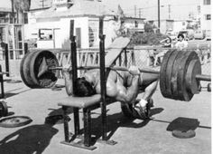 Franco Columbu - Training Chest - Bench Pressing - Muscle and Strength - Gallery - Strength Oldschool Training Motivation, Sport Motivation, Fitness Motivation, Quotes Motivation, Fitness Quotes, Arnold Schwarzenegger Bodybuilding, Bodybuilding Pictures, Muscle Beach, Outdoor Workouts