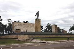 12 cosas que no sabías del… http://www.cubanos.guru/12-cosas-que-no-sabias-del-conjunto-escultorico-ernesto-che-guevara-de-santa-clara/