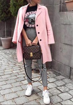 zara home accessories home accessories homeaccessories Modetrends Herbst-Winter Mode Herbst Winter Street Style Outfits, Mode Outfits, Fall Outfits, Pink Blazer Outfits, Skirt Outfits, School Outfits, Pink Shoes Outfit, Band Tee Outfits, Plaid Pants Outfit