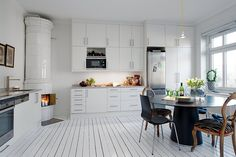 A Swedish kakelugn (tiled stove) in the kitchen. But of course!