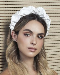 Stiff 'Scrunchy' headband - Tami Bar-Lev looking for fresh, modern hair accessories for this season? You will fall in love with our bare hai Modern Hairstyles, Diy Hairstyles, Wedding Hairstyles, Fabric Headbands, Floral Headbands, Fashion Headbands, Fashion Hair, Gothic Fashion, Headdress