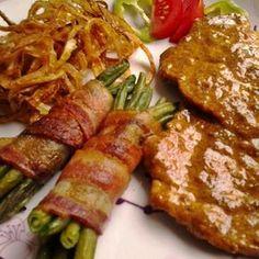 Egy finom Borban párolt mustáros karaj baconös ceruzababbal és sült hagymával ebédre vagy vacsorára? Borban párolt mustáros karaj baconös ceruzababbal és sült hagymával Receptek a Mindmegette.hu Recept gyűjteményében! Lyon, Steak, Pork, Food And Drink, Chicken, Drinks, Cooking, Recipes, Foods