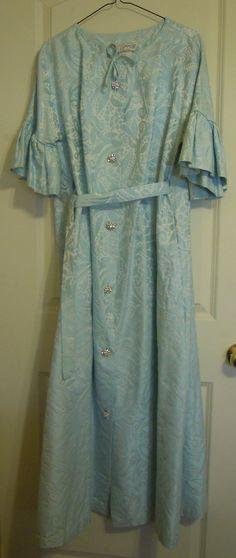Vintage Dressing Gown Simonetta of Paris by TallulahsVintage #teamsellit #GVSteam